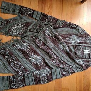 Sweaters - Gray and maroon shawl